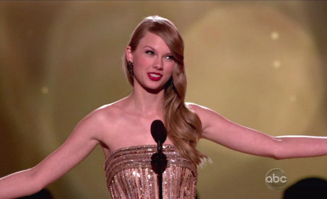 Taylor Swift Raises Major Dough for Tornado Victims