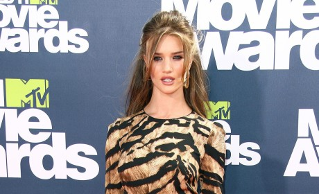 MTV Movie Awards Fashion Face-Off: Rosie Huntington-Whiteley vs. Brooklyn Decker