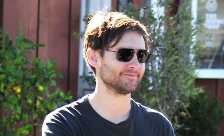 Beautiful Celebs Kick Tobey Maguire Out of Fiancee's Baby Shower