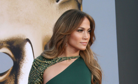 Fashion Face-Off: Jennifer Lopez vs. Jennifer Garner