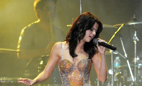 Selena Gomez Receives Death Threats Over Justin Bieber Yacht Photos