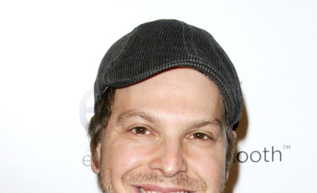 Gavin DeGraw Attacked on Street, Hospitalized