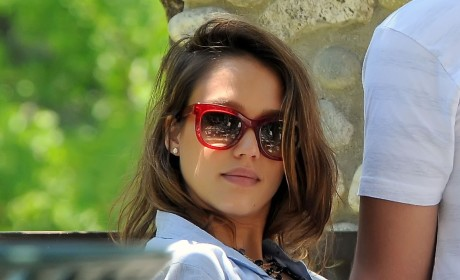 Jessica Alba: (Dark) Hair Today, Blonde Tomorrow
