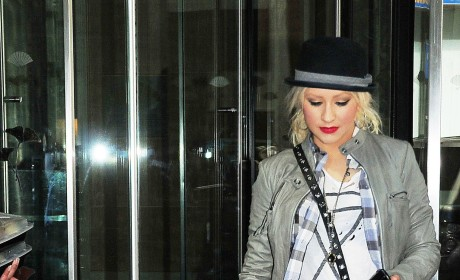 Christina Aguilera Irate Over Child Abuse Claim, Lawyer Releases Statement