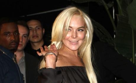 Lindsay Lohan Has to Go to the Bathroom