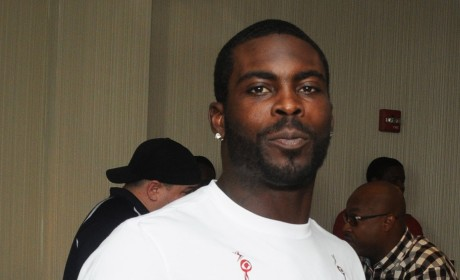 Michael Vick Given Award For Courage
