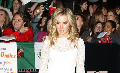 Who looked better at the Breaking Dawn premiere, Ashley Tisdale or Jennifer Love Hewitt?