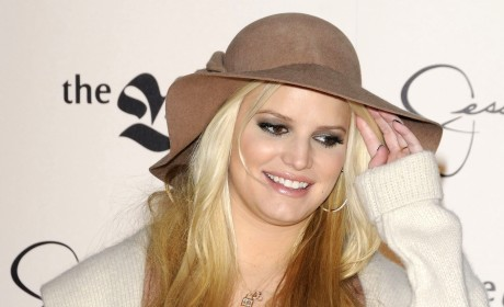 Jessica Simpson Kisses Boyfriend For Twitter