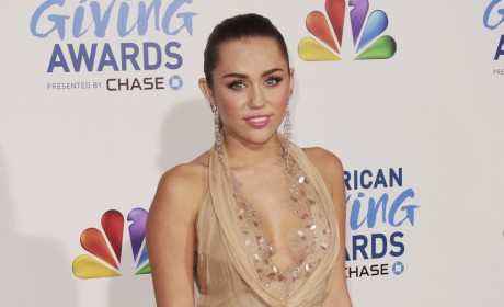 Miley Cyrus Red Carpet Pic