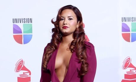 Demi Lovato is a Dark Kelly Clarkson Fan