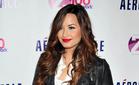 Demi Lovato Thanks Fans for Support, Award