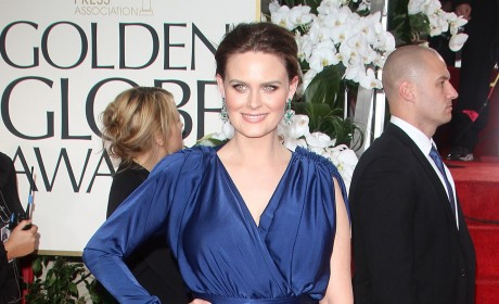 Golden Globes Fashion Face-Off: Emily Deschanel vs. Zooey Deschanel