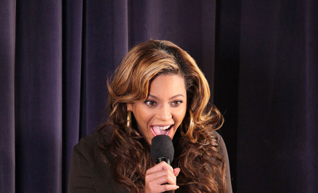 The Beyonce Hair Watch: Curly or Straight?