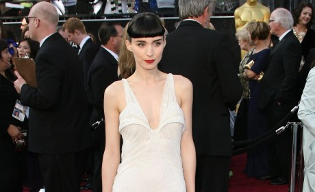 Academy Awards Fashion Face-Off: Rooney Mara vs. Kate Mara