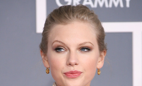 Taylor Swift: Music's Top Money Maker!