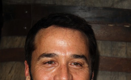 True to Entourage, Piven Will Take Mom to Emmys