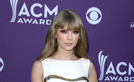 Which beauty looked better on the red carpet of the ACMs?