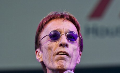 Robin Gibb, Bee Gees Singer, Falls Into Coma