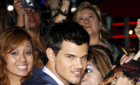 Sara Hicks and Taylor Lautner: Dinner Date Alert!