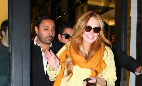 "Fashion Designer Bashes Lindsay Lohan ""Disaster"""