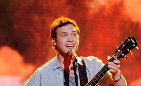 Phillip Phillips' Kidney Surgery Postponed Due to High Fever