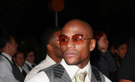 Floyd Mayweather Begins Jail Stint For Domestic Abuse