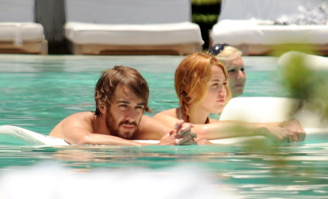 Miley Cyrus Bikini Pics: Flirting in Florida?