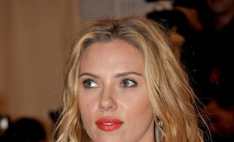 Scarlett Johansson Blonde Hair Red Lips