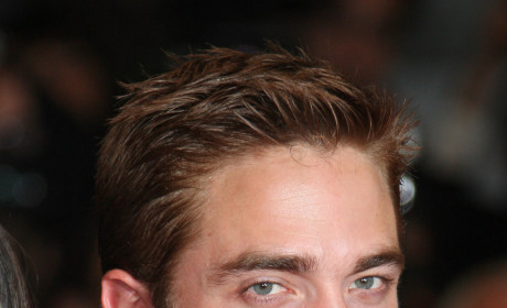 Robert Pattinson Moves Out!