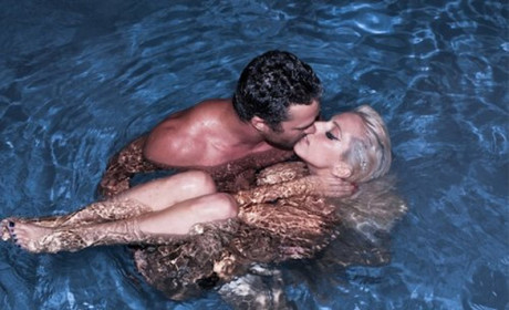 Lady Gaga and Taylor Kinney: Naked, Kissing in Swimming Pool!