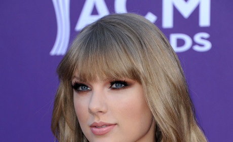 Taylor Swift to Set Digital Sales Record