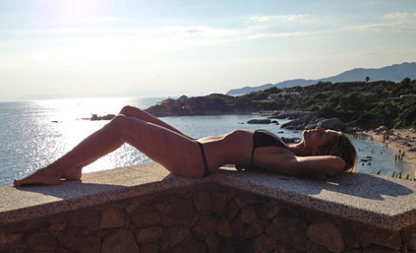 Heidi Klum Bikini Photo: Tweeted, Artistic