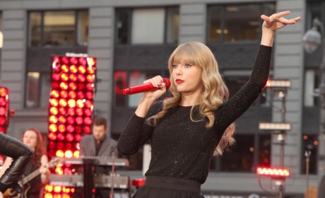 "Taylor Swift to Headline 2013 ""Red"" Tour"