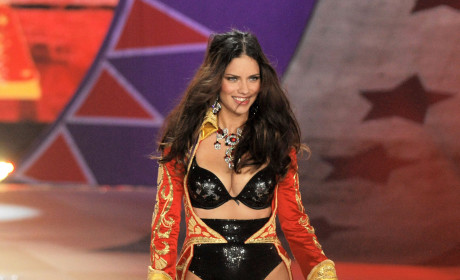 Which model looked better at the Victoria's Secret Fashion Show?