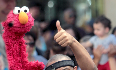 Kevin Clash, Voice of Elmo, Denies Sex With Underage Boy