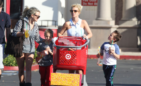 Britney and Jamie Lynn Spears: Black Friday Shopping Trip
