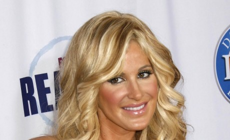 Kim Zolciak Accused of Photoshopping Waist in New Selfies: Did She Go There?