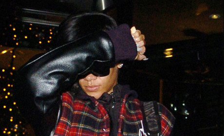 Rihanna Emerges From London Hotel After 50 Hours