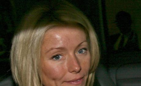 Kelly Ripa: To Make Up or Not Make Up?