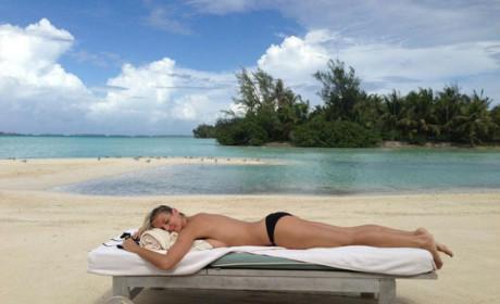 Heidi Klum: Topless on Twitter!