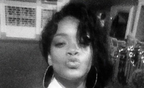 Rihanna Blows ... A Kiss