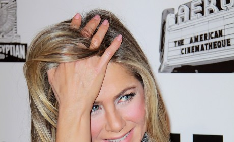 Jennifer Aniston, Cleavage Pic