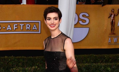 Anne Hathaway SAG Awards Fashion