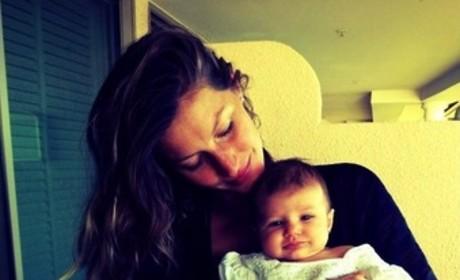 Gisele Bundchen, Daughter: Cheeeeese!