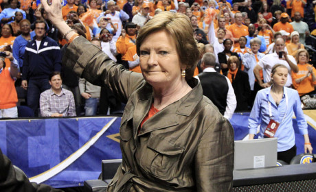 Pat Summitt Steps Down as University of Tennessee Basketball Coach