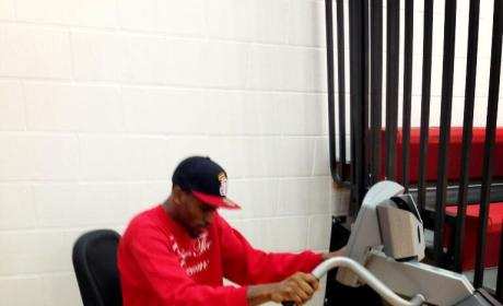 "Kevin Ware Tweets Rehab Photo, Vows to ""Endure and Conquer"""