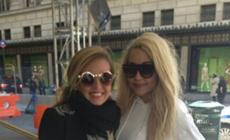 Amanda Bynes Poses With Fan, Calls Drake the King