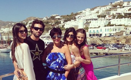 Kardashians in Greece: Look at Us!