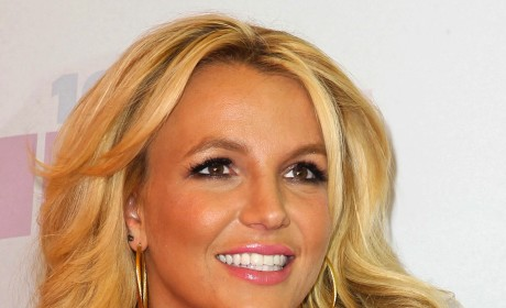 Britney Spears Reveals That Zoe Saldana is Pregnant with Twins!