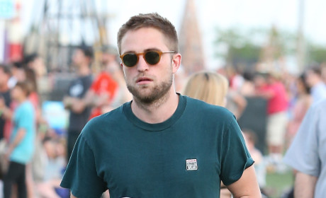 Robert Pattinson Moves Out, Drives Away with Dogs